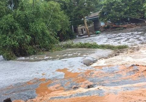 Vụ vỡ đập thải: Nguy cơ tác động xấu đến sông Hồng đoạn Lào Cai, Yên Bái