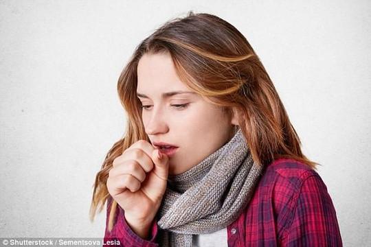 Lý giải được tại sao người hút thuốc dễ bị cảm lạnh hơn