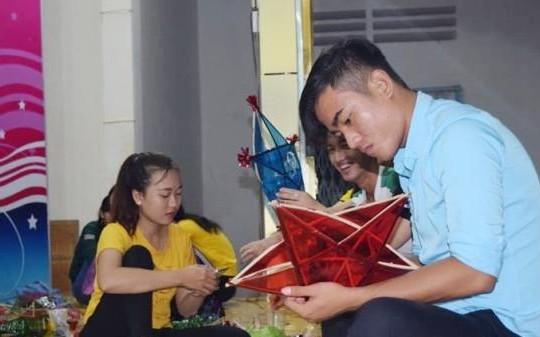 Mang Trung thu đến cho học sinh nghèo, khuyết tật