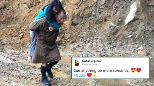 Ảnh cựu thủ tướng Bhutan cõng vợ qua đường lầy lội gây xôn xao
