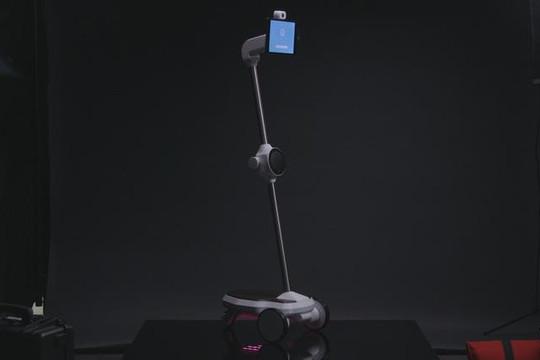 AI robot của người Việt gây chú ý khi xuất hiện trên sàn diễn thời trang London