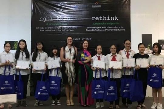 Học sinh Việt Nam cùng nghệ sĩ Úc sáng tạo nghệ thuật từ rác thải