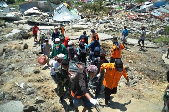 Indonesia bắt đầu an táng tập thể các nạn nhân vụ động đất - sóng thần