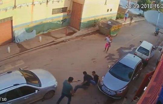 Giật nhầm điện thoại của cảnh sát, tên cướp bị bắn gục tại chỗ