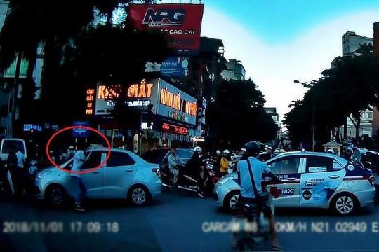 Lấy tuýp nước đánh người sau va chạm, tài xế taxi nhận cái kết đắng