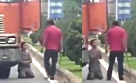 Sau va chạm xe, côn đồ cầm đại đao đòi chém khiến tài xế container quỳ xin tha