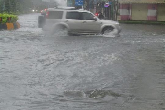 Chiều 25-11, TPHCM mưa to đến 200mm, có thể ngập lụt