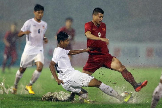 Mưa trời và mưa gôn trong ngày U.21 tuyển chọn Việt Nam ra quân