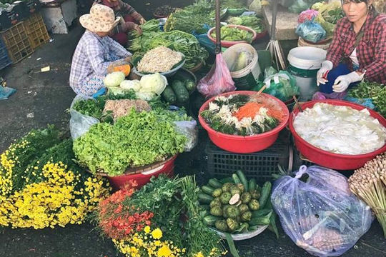 Về Huế đi chợ Đông Ba