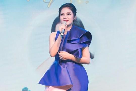 Ở tuổi U.50 Việt Trinh vẫn tự tin 'đọ sắc' cùng Hoa hậu Hương Giang và Hari Won