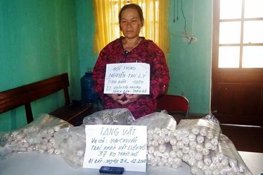 Bắt người phụ nữ chở 37kg thuốc nổ trong thùng xốp đi bán