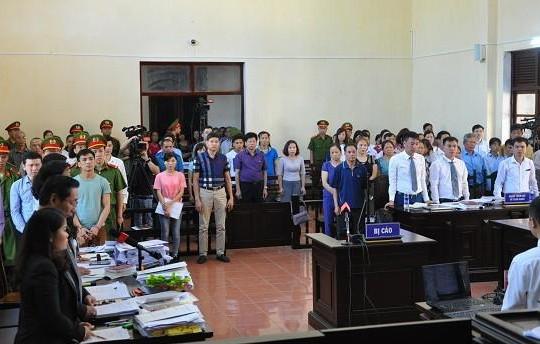 Vụ chạy thận ở Hòa Bình: Gần 30 luật sư tham gia phiên xét xử