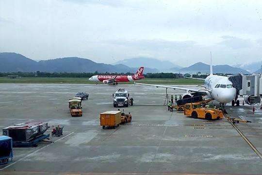 Nhân viên an ninh sân bay Đà Nẵng bị ô tô đâm văng lên nắp ca pô