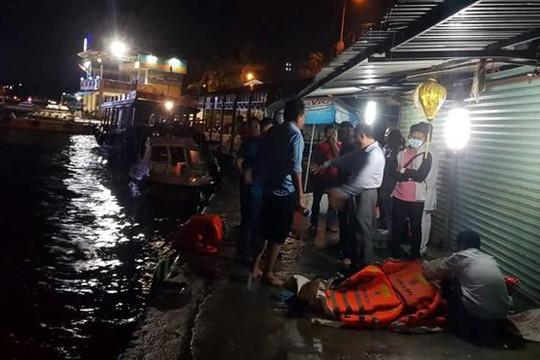 Lật tàu cao tốc trong vịnh Nha Trang, 2 người chết