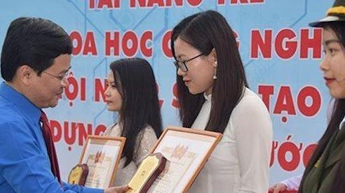 10 nữ sinh CNTT nhận phần thưởng 'Nữ sinh viên tiêu biểu trong lĩnh vực Khoa học công nghệ 2018'