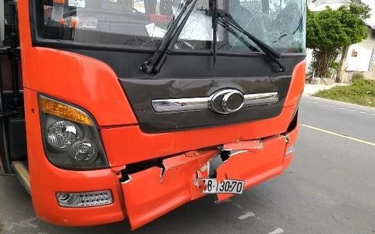 Cà Mau: Nhiều hành khách may mắn thoát nạn sau vụ tai nạn giữa 3 ô tô