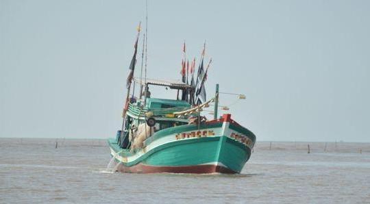 Ảnh hưởng bão số 1: Có 4 tàu cá Bạc Liêu và 34 ngư dân còn trôi dạt hoặc thả trôi trên biển