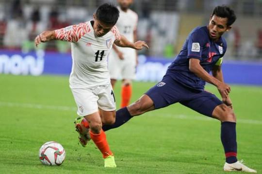 Thái Lan gần như bị loại sau thảm bại trước Ấn Độ