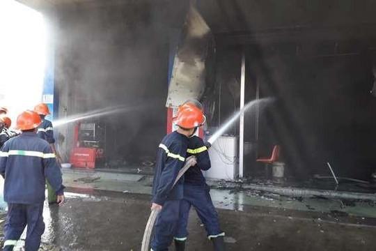 Tiền Giang: Cháy lớn cửa hàng xe máy tại Mỹ Tho