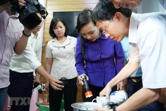 Bộ trưởng Phùng Xuân Nhạ gửi lời hỏi thăm tới thầy trò gặp nạn trên đèo Hải Vân