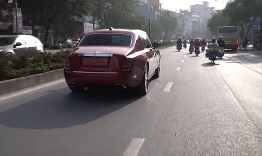 Siêu xe Rolls-Royce Phantom EWB 2019 giá hơn 55 tỉ gây xôn xao phố Hà Nội