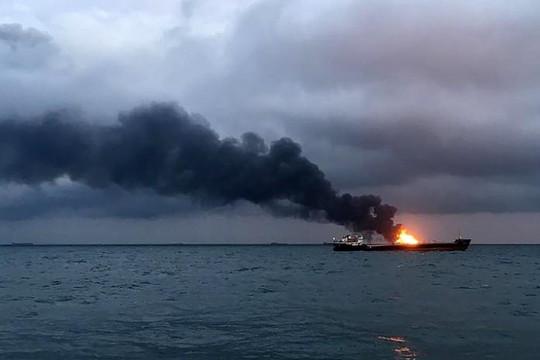 Hai tàu bốc cháy tại vùng biển xung đột Nga-Ukraine, 14 người thiệt mạng