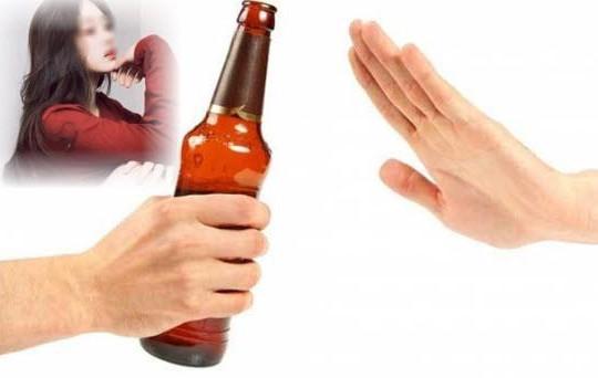 Mỹ nữ Hà thành bị bạn trai chia tay vì từ chối uống bia