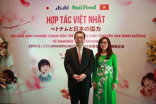 Cái bắt tay của những thầy thuốc Nhật và Việt