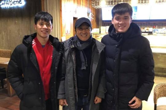 Sau HLV Park Hang-seo, trợ lý Lee đến thăm Đình Trọng và Xuân Hưng ngày cận Tết