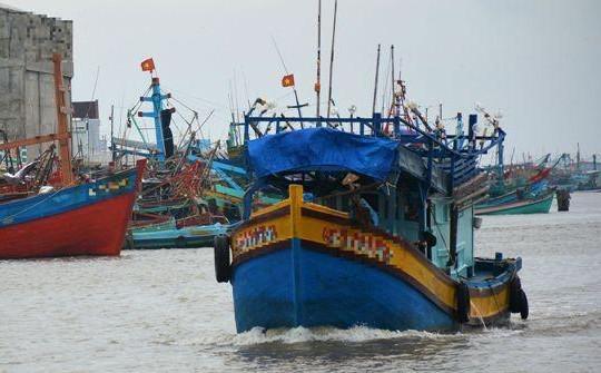 Cà Mau: 6 ngư dân thoát nạn khi tàu bị chìm gần đảo Hòn Chuối