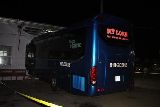 Tình tiết mới vụ ô tô khách tông vào nhà chờ gây tai nạn chết người ở Cà Mau