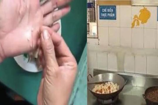 Nghi ngờ thức ăn cho trẻ có sán tại trường mầm non Bắc Ninh?