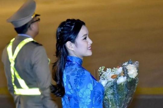 Nữ sinh tặng hoa cho Tổng thống Donald Trump là hoa khôi Tràng An