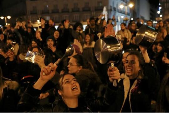 Phụ nữ Tây Ban Nha đập nồi, gõ chảo kỷ niệm ngày 8.3