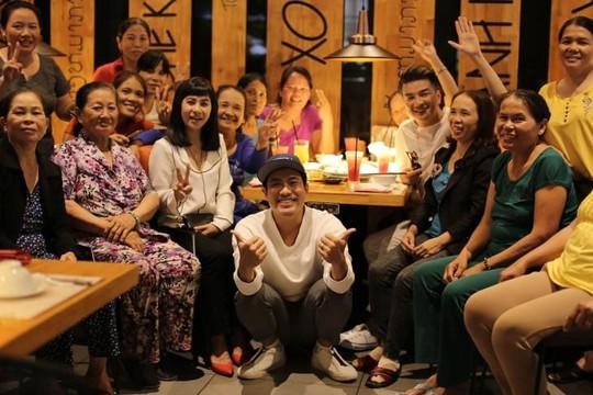 Đàm Vĩnh Hưng rủ rê Cát Phượng, Kiều Minh Tuấn tạo bất ngờ cho những người phụ nữ đặc biệt ở Sài Gòn