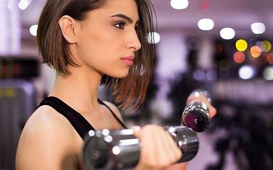 Lý do không nên trang điểm khi tập gym