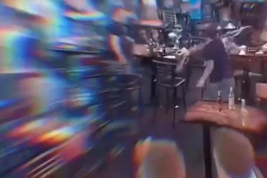 Clip nhóm giang hồ đập phá quán ở phố Bùi Viện, rượt chém nhân viên