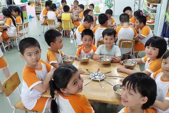 Sở GD-ĐT Hà Nội yêu cầu không 'tẩy chay' thịt lợn trong bữa ăn bán trú