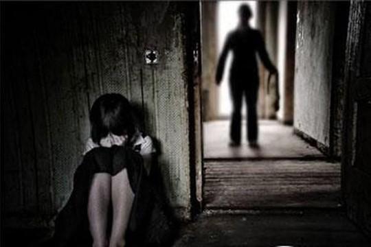 Hà Nội: Cháu bé 9 tuổi bị hiếp dâm trên đường đi học về