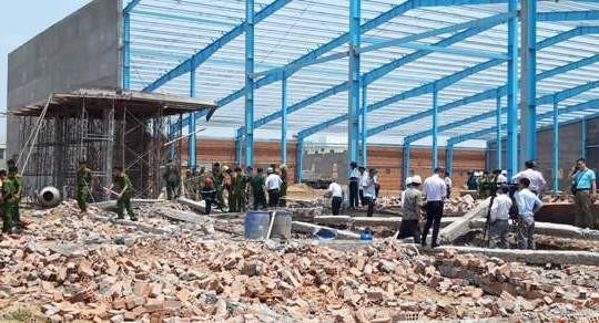 Vĩnh Long: Khởi tố vụ sập tường khiến 6 người tử vong