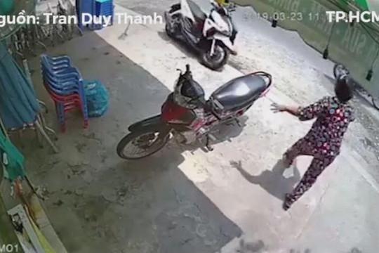 Tên trộm liều lĩnh vào tận nhà cướp xe tay ga rồi tẩu thoát