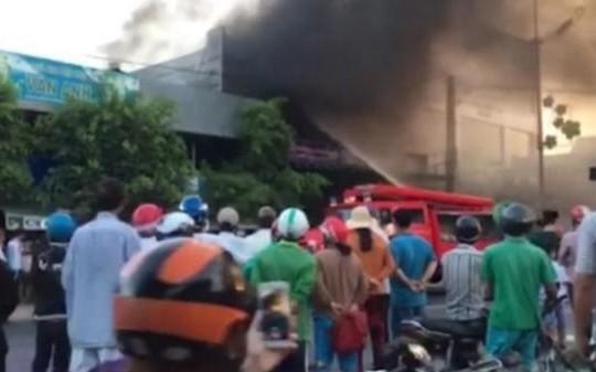 Tiền Giang: Cháy lớn tại cửa hàng xe gắn máy