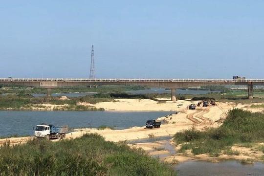 Quảng Ngãi: Phát Đạt nhận dự án nhưng vẫn để cát chuyển ra ngoài