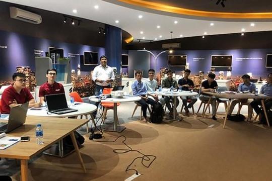 Trang bị kiến thức chuyên sâu về Internet vạn vật tại IoT Innovation Hub