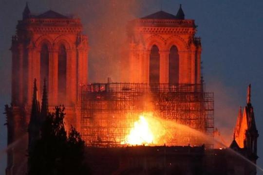 Nghi ngờ cháy Nhà thờ Đức Bà Paris do chập điện