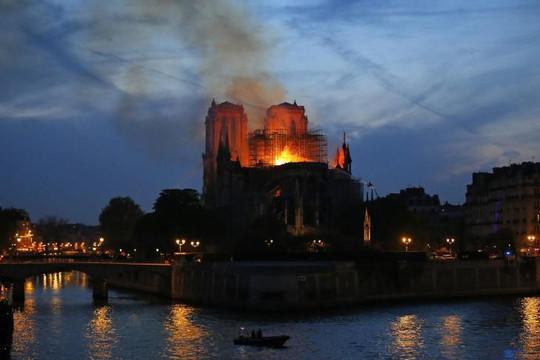 Hậu cháy nhà thờ Đức Bà Paris: Phục chế 'tượng đài' kiến trúc đã 850 năm tuổi không dễ