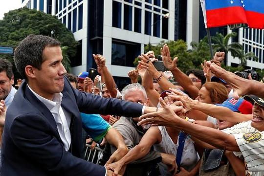 Venezuela: Ông Guaido phải hủy cuộc biểu tình sau khi bị chặn đường