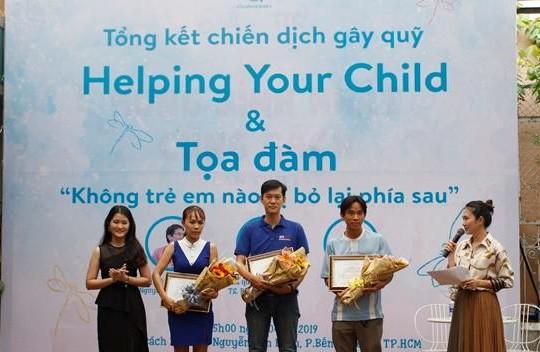 Tặng 16.000 cuốn sách của Bộ Giáo dục Mỹ cho cha mẹ Việt