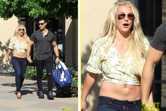 Britney Spears lần đầu lộ diện bên bạn trai kém 12 tuổi sau tin đồn giải nghệ