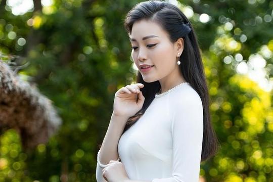 Ca sĩ Sao Mai Huyền Trang ra mắt MV 'Quê chung' dịp sinh nhật Bác